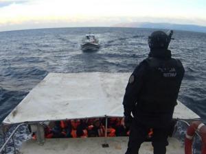 Autoridade Marítima Nacional refere que se desconhecem as causas da morte, mas admite que podem estar relacionadas com o cansaço da viagem e com o frio