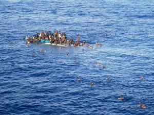 Imigrantes tentam chegar à Europa