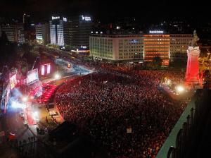 Celebrações pelo tetracampeonato começaram cedo e juntaram milhares já pela madrugada dentro no centro de Lisboa