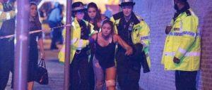 Explosão ocorrida esta segunda-feira no Manchester Arena faz, pelo menos, 19 mortos e 50 feridos. Estação ferroviária que faz ligação à arena está fechada. Autoridades pedem par