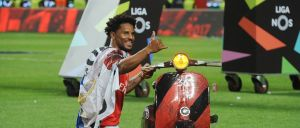 Lateral do Benfica foi uma das figuras da festa encarnada.