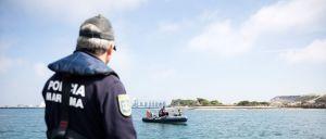 O corpo do menino que despareceu na praia São Torpes, no concelho de Sines (Setúbal), no passado dia 21, foi hoje encontrado, nas rochas, a cerca de 1,5 quilómetros a sul, revelou a P