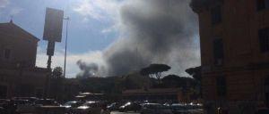 Algumas pessoas ouviram um som que associaram a uma explosão, mas trata-se de um fogo num ferro-velho.