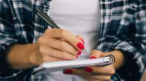 O Dia Mundial da Escrita assinalou-se ontem, mas ainda vai a tempo de aproveitar os benefícios que rabiscar e escrever à mão trazem para a saúde.