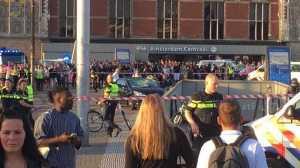 Oito pessoas ficaram feridas, duas delas com gravidade e foram transportadas para o hospital. A polícia deteve o condutor, ainda não são conhecidos os contornos do caso.