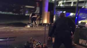 Os três homens responsáveis pelo ataque de ontem, em Londres, foram mortos numa troca de tiros com a polícia britânica.