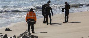Um homem morreu hoje no Hospital do Litoral Alentejano (HLA), após ter sido resgatado do mar durante a tarde, numa praia em Porto Covo, no concelho de Sines, confirmou a diretora do ser