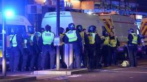 Uma carrinha foi contra uma multidão na London Bridge. O local foi evacuado e a polícia já está no local.