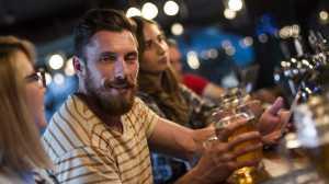 Descubra porque é que o álcool pode provocar esta reação e quais os riscos associados.